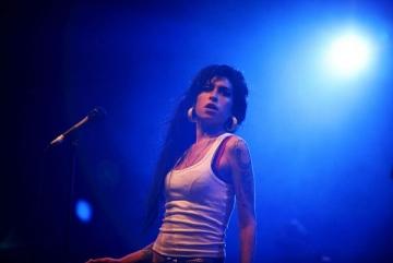 Amy Winehouse renunta la alcool sau moare
