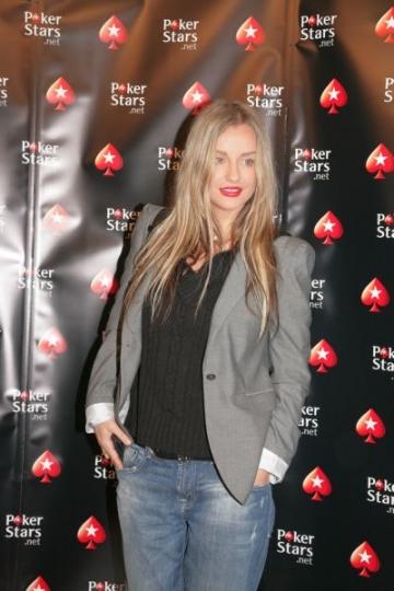Tania Budi isi redeschide clubul din Mamaia