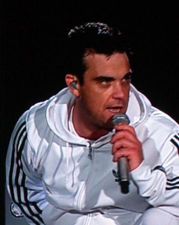 Robbie Williams lanseaza o linie vestimentara masculina