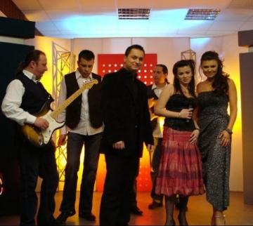 """Provincialii, in concert cu """"Ochi de catifea"""""""
