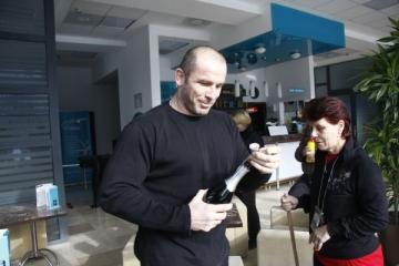 Catalin Zmarandescu a dat autografe pe strazile din Londra