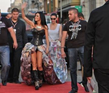 Inna, rochie imprimata cu pozele fanilor la Balkan Music Awards
