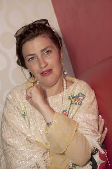 Rona Hartner: libera in arta, dar si in viata