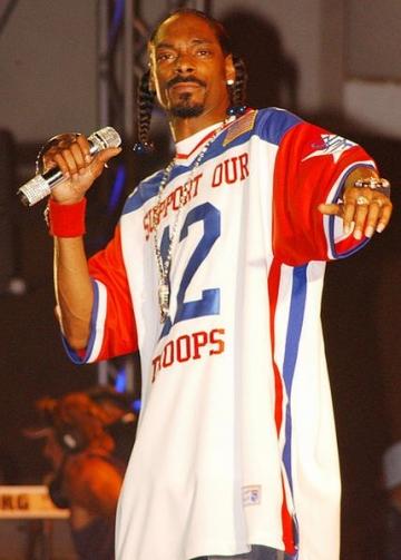 Snoop Dogg si-ar dori sa-l interpreteze pe Benny Hill