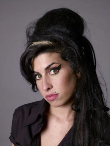Amy Winehouse, aparitie-surpriza la un concert