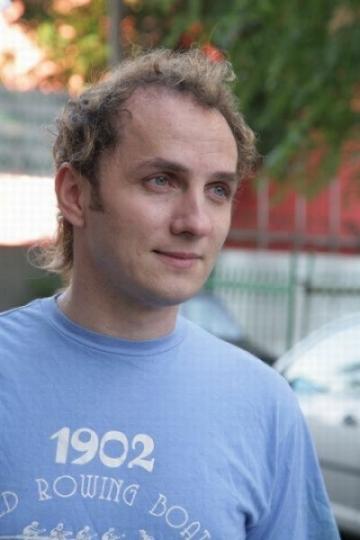 Mihai Traistariu isi trateaza vocea prin hipnoza