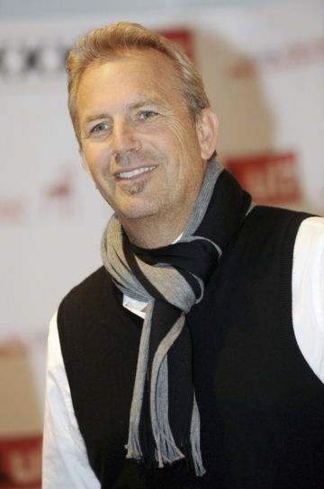 Kevin Costner revine in Romania