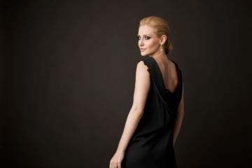 """Alina Sorescu: """"Imi este dor de farmecul anilor lipsiti de griji"""""""