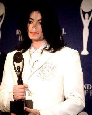 "O noua ipoteza: ""Michael Jackson si-a provocat singur moartea"""