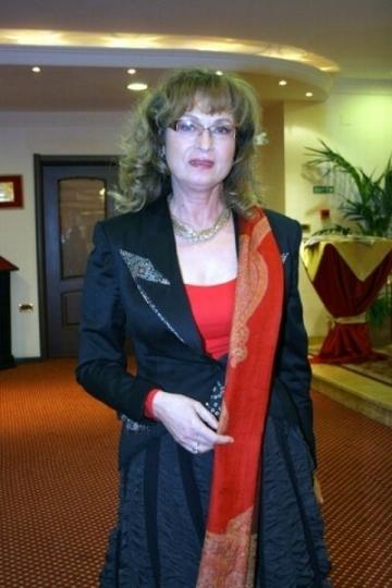 Angela Similea, din nou pe scena pentru a-si achita datoriile