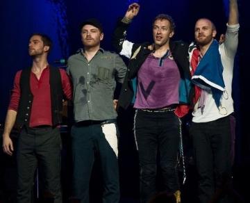 De ce prefera Coldplay sa cante pe stadioane