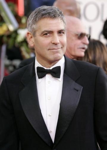 George Clooney ii pregateste o farsa lui Brad Pitt