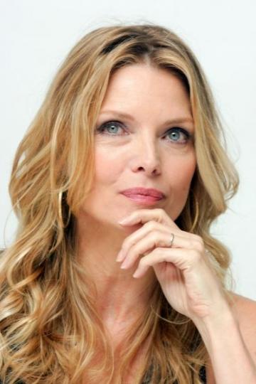 """Michelle Pfeiffer spune """"da"""" chirurgiei plastice"""