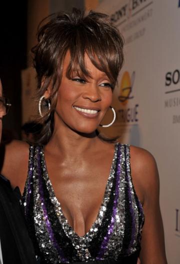 Whitney Houston a cauzat probleme in timpul unui zbor cu avionul