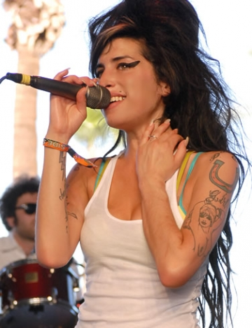 Un nou album Amy Winehouse va fi lansat in decembrie