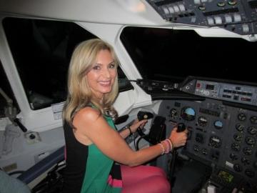 Luana Ibacka vrea sa ia lectii de pilotaj