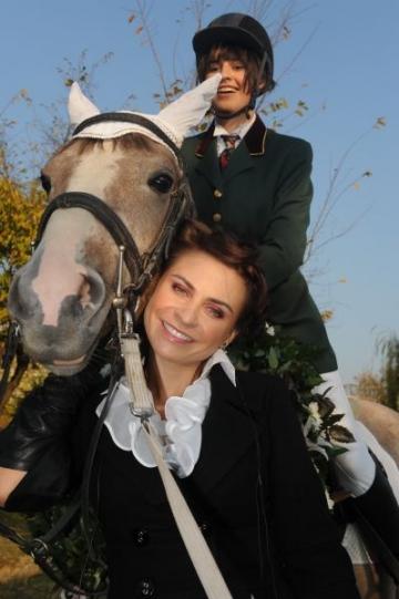 Adina Buzatu i-a daruit fiicei sale un cal de ziua ei (FOTO)