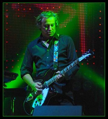 """Peter Buck: """"R.E.M. nu a facut muzica pentru bani"""""""
