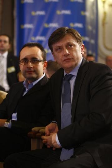 "Crin Antonescu: ""Biserica sa vina langa popor"""