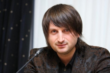 Edvin Marton le-a cantat jurnalistilor la conferinta de presa