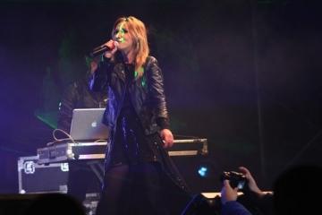 Adela Popescu a intrat in 2012 in concert cu Dj Project