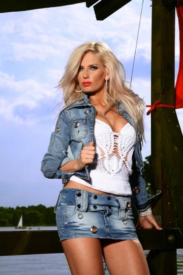 Andreea Banica a lansat un nou single in colaborare cu Laurentiu Duta