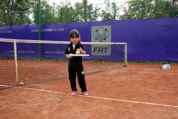 Fetita lui Adrian Cristea ia lectii de tenis de la Ruxandra Dragomir