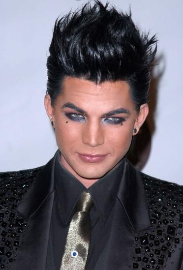 Adam Lambert a batut palma cu trupa Queen