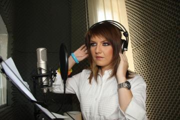 """Alexandra Ungureanu: """"Imi place sa ma promovez cu proiectele mele muzicale"""""""