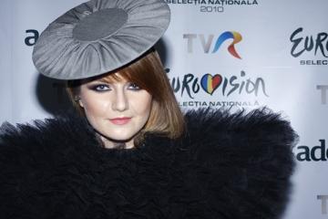 """Alexandra Ungureanu: """"Cheltuiesc destul de multi bani pe haine"""""""