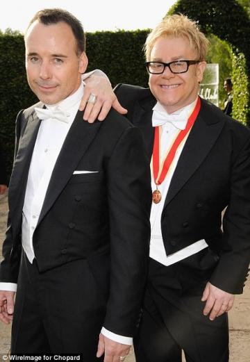 Sir Elton John va deveni tata pentru a doua oara