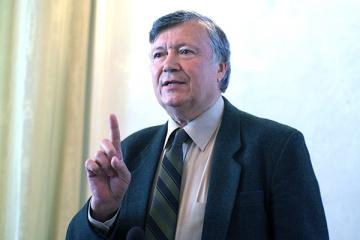 "Alexandru Mironov: ""Daca Dumnezeu exista, el este undeva in bosonul Higgs"""
