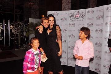 Andreea Marin Banica isi rasfata prietenii cu surprize
