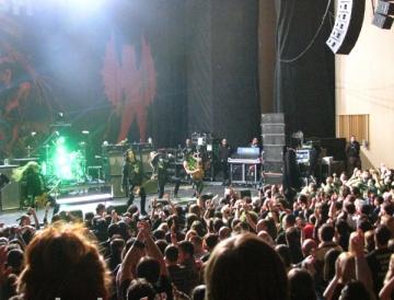 Slash a hipnotizat publicul din Romania