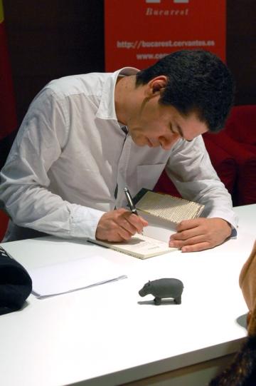 "J.P. Villalobos:""Avem nevoie de cititori care sa nu-si doreasca sa fie scriitori"""