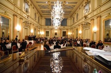 Oltenii o pusera de dineu la Bruxelles